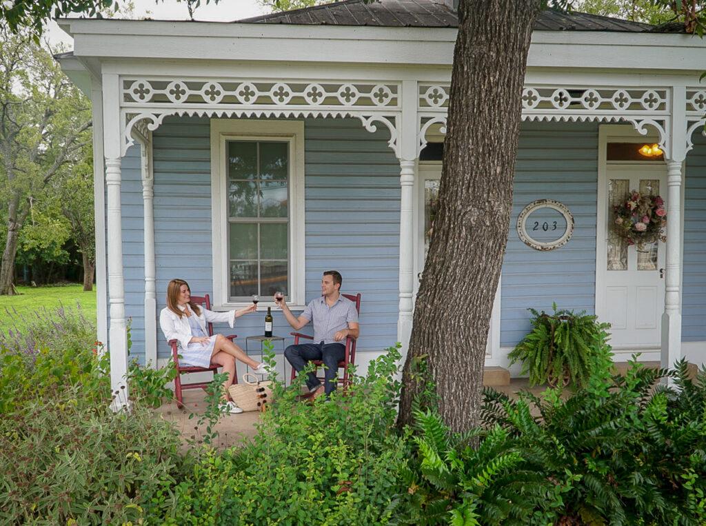 Cottage Getaway Date Idea - Romantic Date Ideas