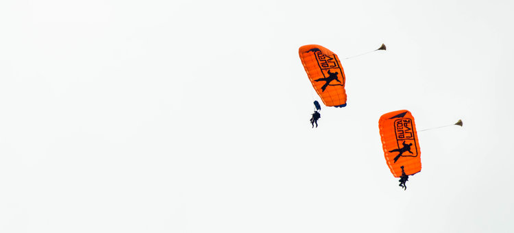 Skydiving Date - List of Unique Date Ideas